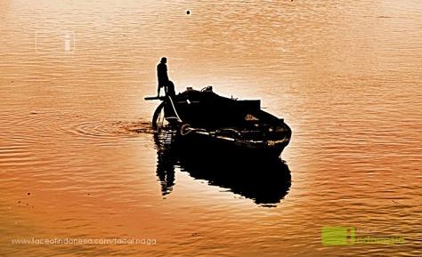 Kami Dari Semua - Nelayan Senja Sungai Musi Palembang